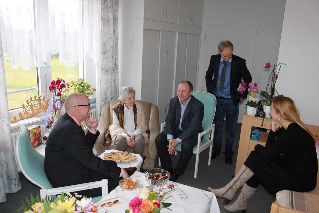 Frau Schnur und ihre Geburtstagsgäste